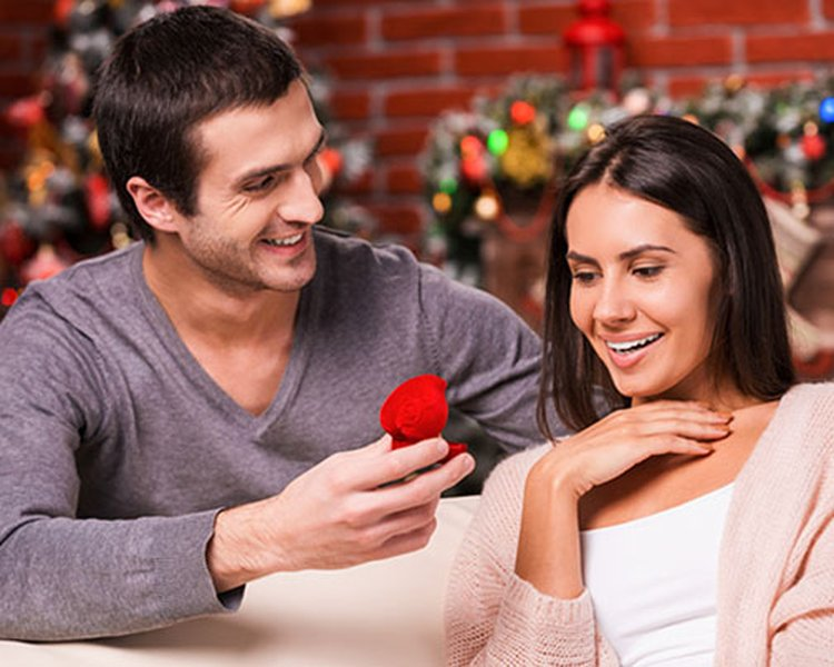 More Marriage Proposals Take Place in December Than Any Other Time of the Year
