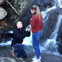 Guys, Here's Why Making a Splash With Your Marriage Proposal Isn't Always a Good Thing